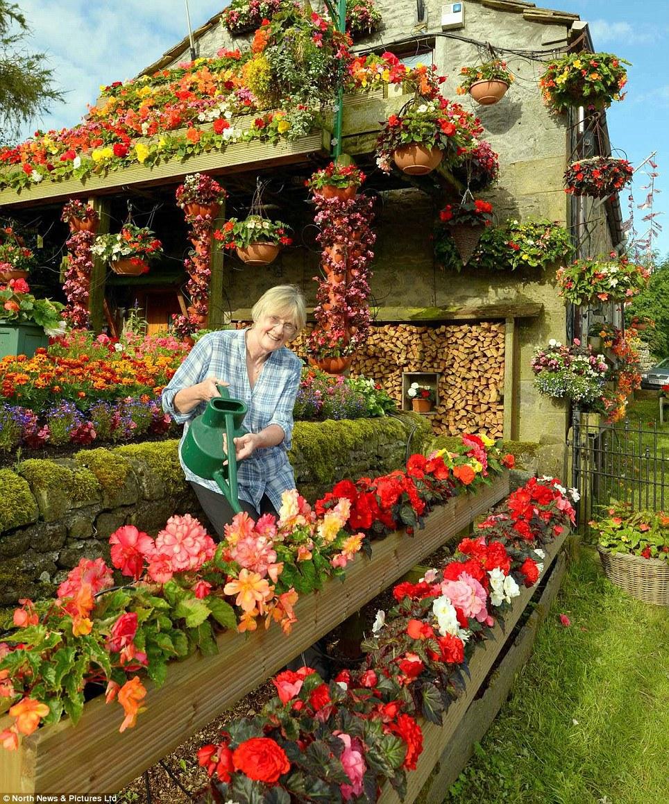Фото как украшают сад цветами
