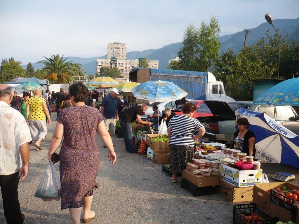 рынок в Абхазии коньяк